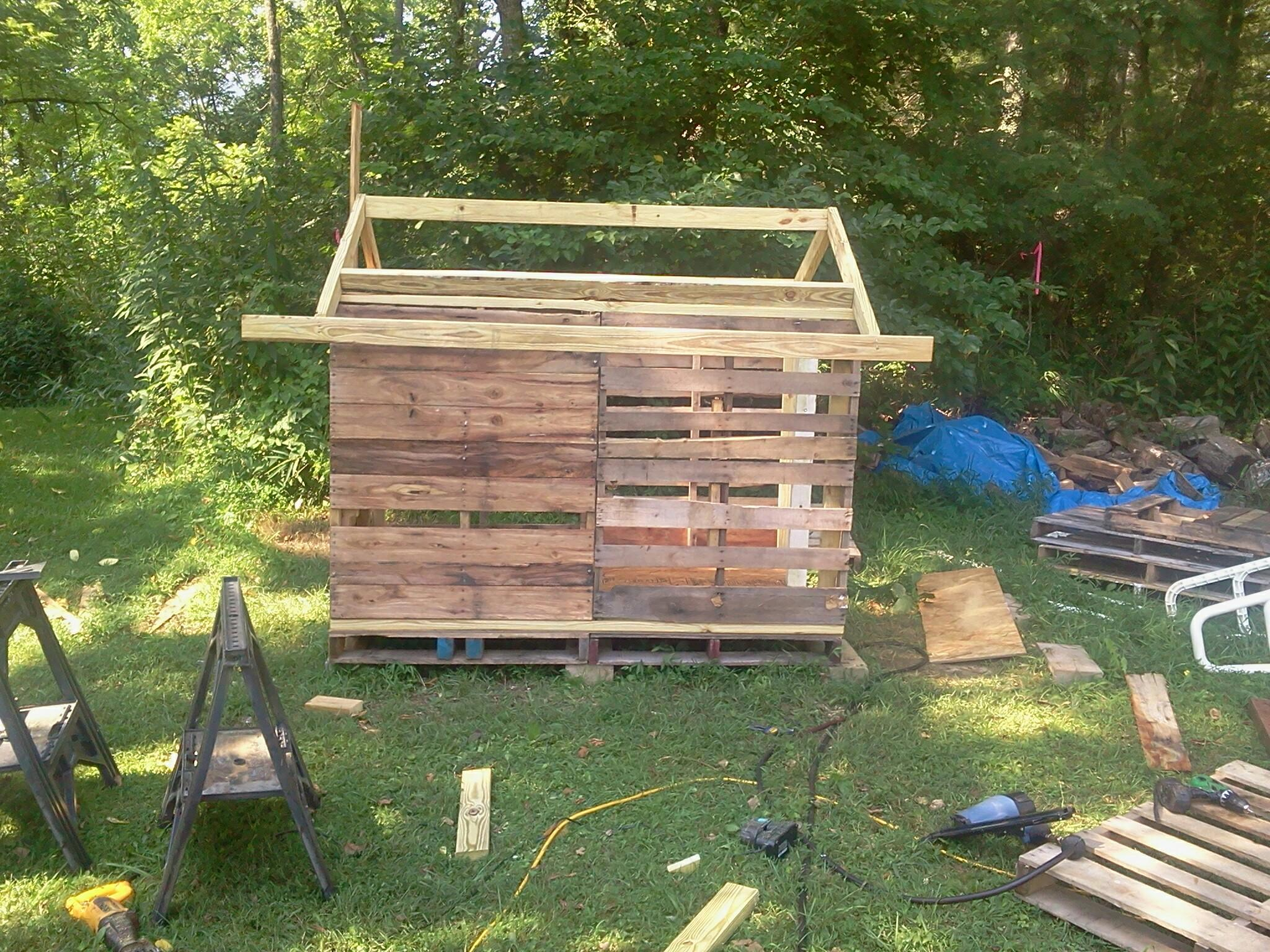 how to make a chicken house from pallets